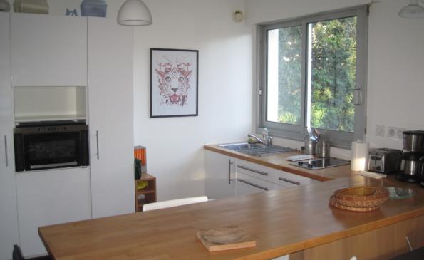 Cuisine ouverte équipée aménagée appartement benodet proche plage et thalasso